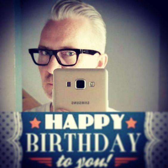 Keep calm! It's Serge's birthday! ???  #masterstylist #KontrastHairdressers #SergeSmets #barber #besthairdresser #birthdayhairdresser #stylistsdoitbetter #birthdayhairstylist #instabirthday #birthday