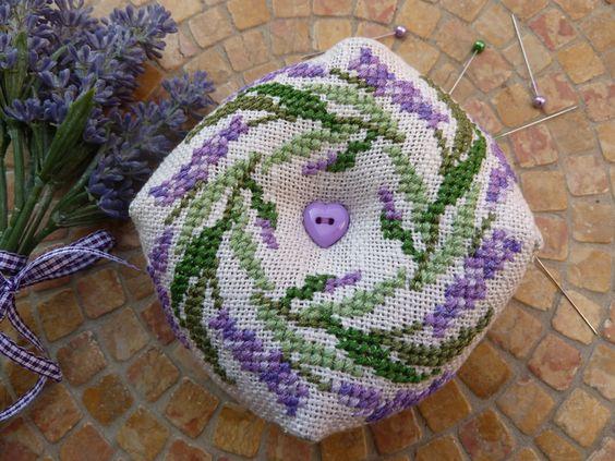 •~❀ Lavendel Biscornu ❀ Nadelkissen Provence ❀~•  von Lavendel Leidenschaft auf DaWanda.com