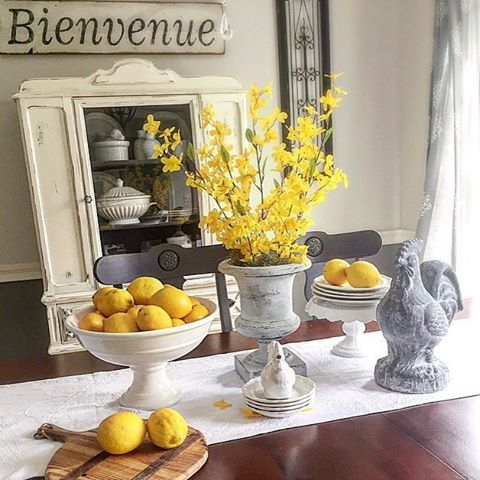 Good Tuesday morning friends 💛!! It's freezing here this morning .. As in January temps !! Taking in some yellow with forsythia and lemons hoping to channel my inner sun☀️!! Sharing for #vivalavignettetuesday and reminding you all to share your spring vignette for #littletouchesofspring !! Would you like to play @oldsilvershed @thespoiledhome #myfavoriteview #tables4tuesday #frenchcountry #decor