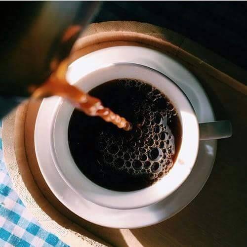 Una taza de café es lo que necesito cada mañana para poder despejar la mente y ser persona otra vez #Café #Cafe #Desayuno