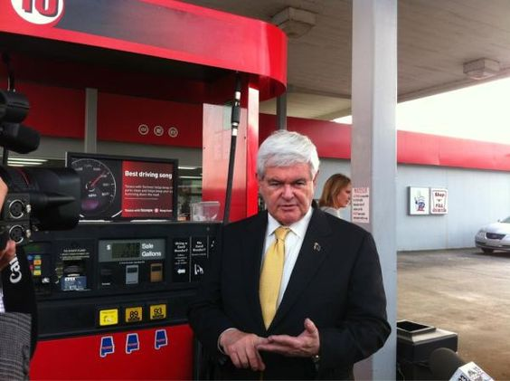 @EliciaDover: Gingrich makes an unplanned stop at a gas station. pic.twitter.com/sHkyNSv6