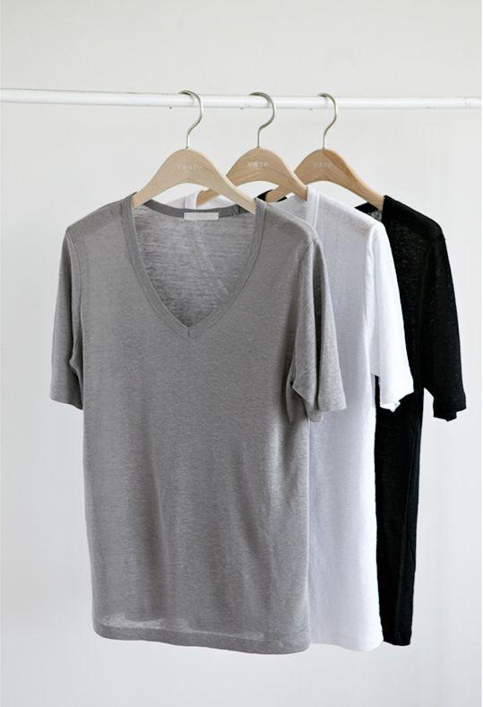 Camisetas cores neutras decote V.