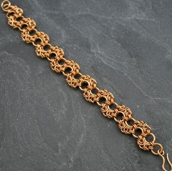 Schöne Armkette aus Bronzeringen.    +Alle KettenKunst Produkte werden in Deutschland handgefertigt. Wir legen höchste Qualitätsansprüche an unsere Pr