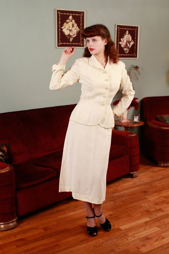 Vintage 1940s Suit - Classic White Linen Summer Suit with Target Buttions - Bullseye