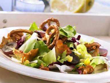 Bretzels avec la salade