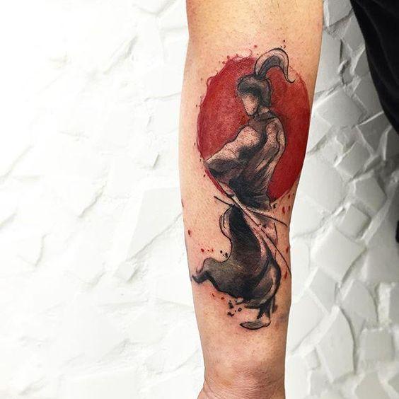 Conheça nossa super seleção com 60 fotos de tatuagens de samurai impressionantes para você se inspirar. Confira!