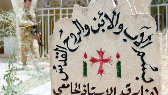 Ein christlicher Grabstein in Bakufa, einer christlichen Gemeinde inmitten des irakischen Kriegsgebiets.