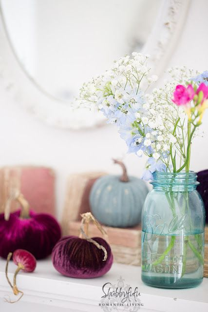 How to decorate your fireplace mantel for fall beautifully from Shabbyfufu.