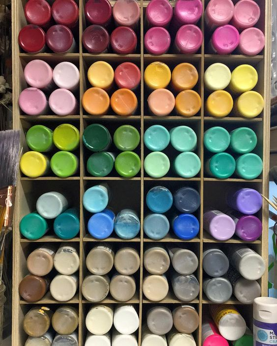 Colors make me happy. What's your favorite? I'm more of a sea foam green and gray kind of gal. #colors #paintcolors #paint de craftbytaylor