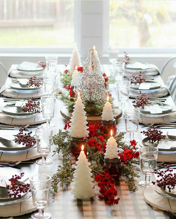40 Elegant Diy Christmas Table Decorations And Settings Ideas Hercottage Christmas Table Decorations Diy Diy Christmas Table Christmas Decor Diy