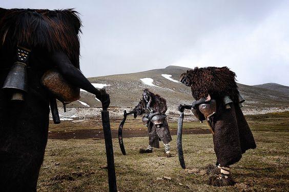 Tribes, Runner-up: Niko Vavdinoudis, Griechenland Eine Darstellung des heidnischen Glocken-Rituals in Volak, Griechenland