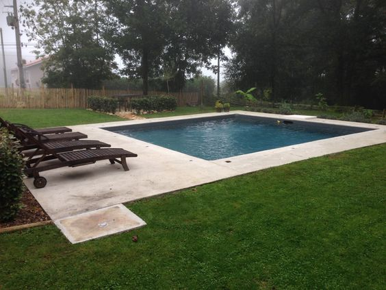 Piscine carr liner couleur gris anthracite terrasse en - Photo piscine liner gris ...