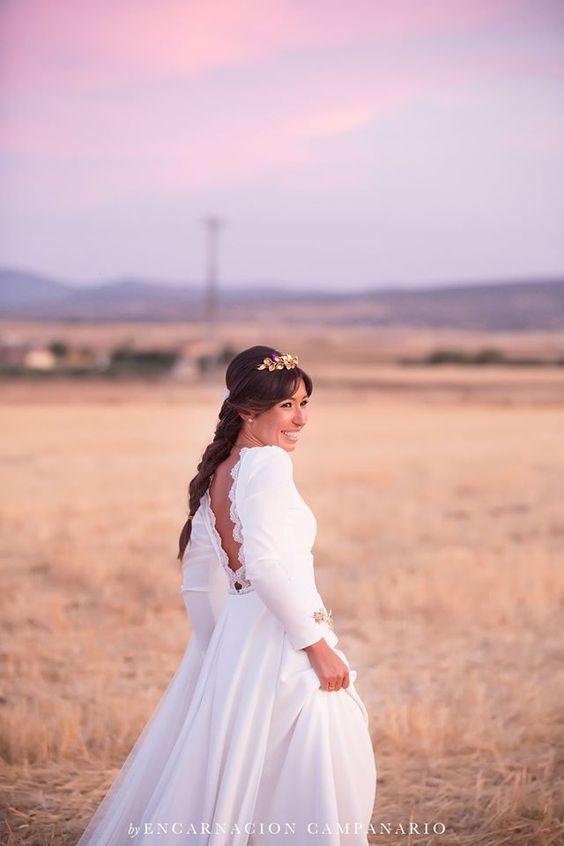 Mara vestida de Panambi con #diadema de #novia de Rocio Porres Joyas  #Boda #Wedding #Sevilla #Braid #Tiara  www.rocioporresjoyas.com