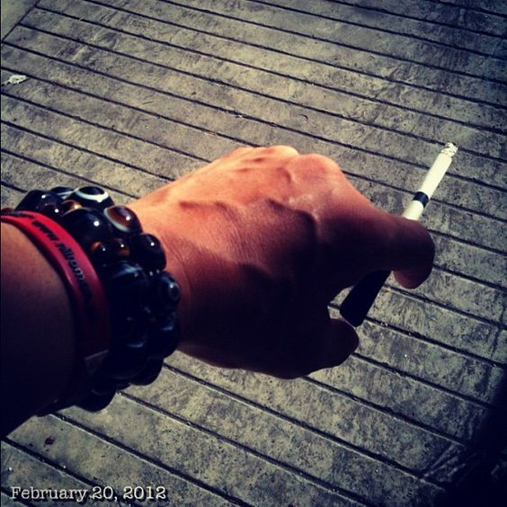 眠気覚ましに #sleepy #cigarette #philippines
