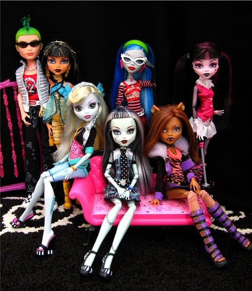 monster high dolls - i have draculaura, frankie stein, lagoona blue & ghoulia yelps. i think of them as the heathers (ghoulia is veronica) ;)