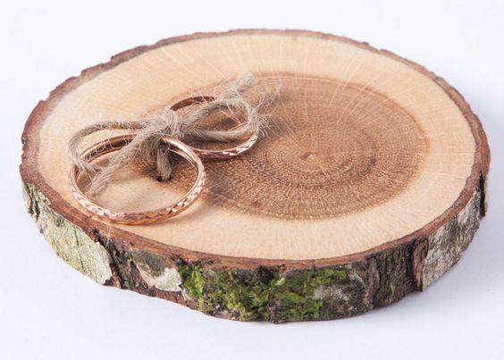 Ringkissen aus Holz Rustikal von DINDINTOYS auf DaWanda.com