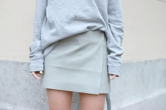 Perfect leather skirt, I need the same!
