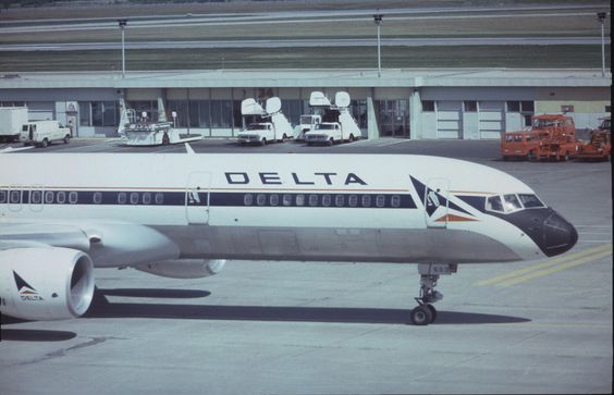 Boeing_757-232_N603DL_Delta_Air_Lines,_Montreal_-_Dorval,_August_1987._(5535153027).jpg 3,306×2,133 pixels