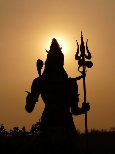"""Shiva ou Xiva é um deus (""""Deva"""") hindu, o Destruidor (ou o Transformador), participante da Trimurti juntamente com Brama (Brahma), o Criad..."""