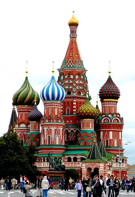 Kremlin and Red Square, Moscow, Russia /// Look how beautiful! I've got to go here someday...: