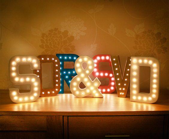 Hier gibt es LEDs zu besten Preisen http://www.leds24.com/flexible-LED-Streifen