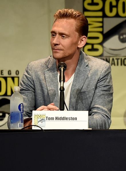 https://www.facebook.com/twhiddleston/photos/pcb.929056767138109/929056520471467/?type=1