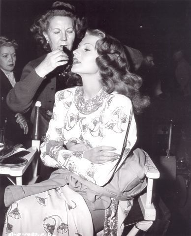 Unique Pictures of Marilyn Monroe | Rita Hayworth behind the scenes. | Hollywood behind the scenes | Pint ...