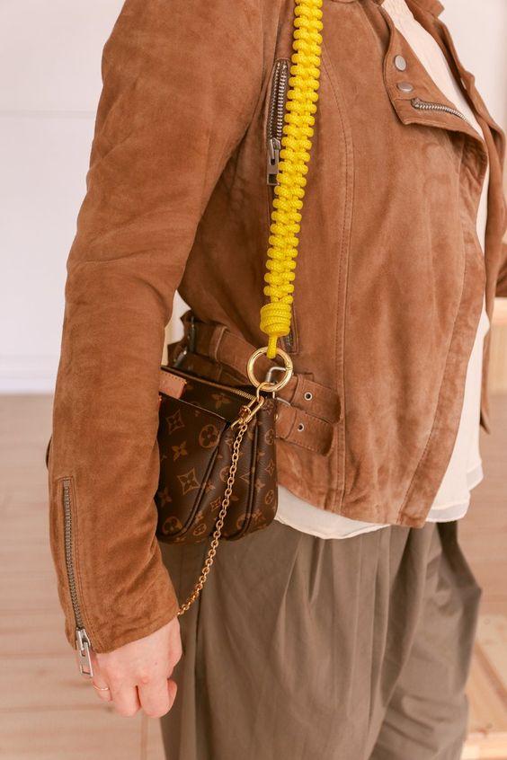 Louis Vuitton với dây đeo cặp