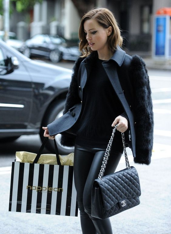 Melissa George black look + Chanel!!