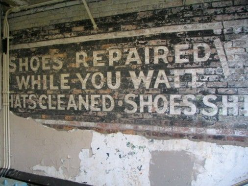 Meanwhile, a painted sign directing customers to a shoe repair place down the steps can stil be seen. It's amazing this hasn't been painted over.