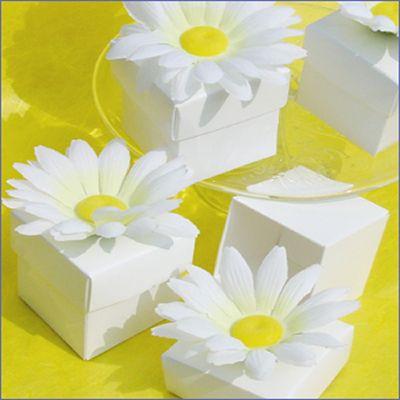 Daisy favour boxes