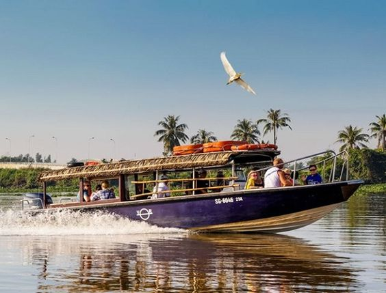 Mekong Delta is very famous for its fascinating floating market and fruit orchards as well as its friendly people. It will be lucky for you if you have opportunity to travel in Mekong Delta once in your lifetime. And a Luxury Mekong Delta Speedboat tour will be a wonderful choice for your trip.