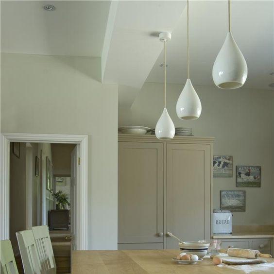 Kitchen in Shaded White & Skimming Stone