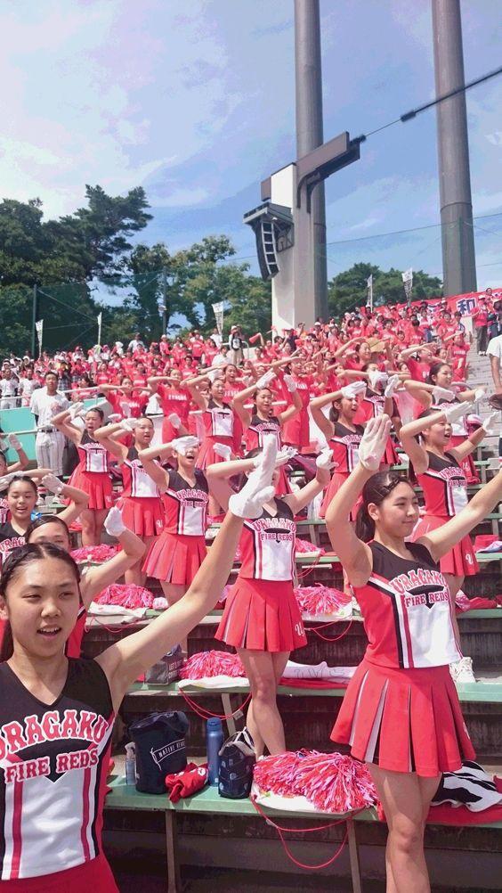 甲子園のかっこいい高校球児たちを応援するチアガール