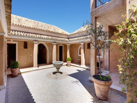 Wonderful patio or Spanish style courtyard with portico and little fountin in Quinta do Lago.