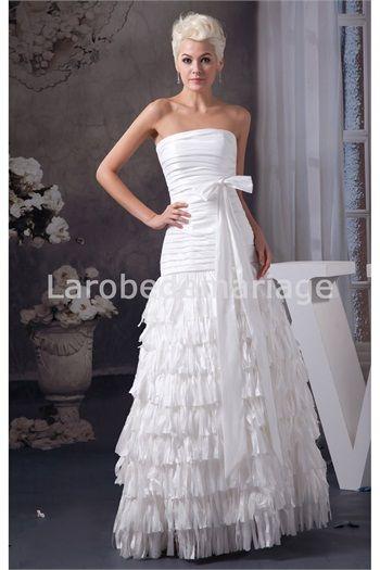 Robe de mariée simple ornée de franges et de nœud papillon en ...