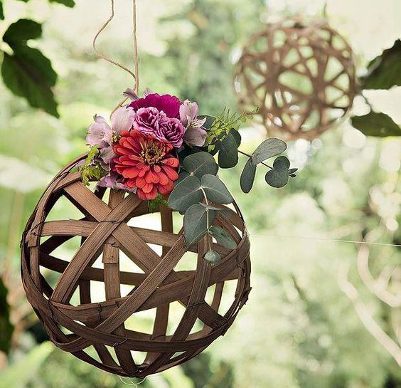 Enfeite flor + bola de bambu.