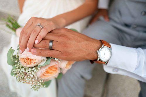 Die Standesamtliche Hochzeit Was Jedes Brautpaar Wissen Sollte In 2020 Standesamtliche Hochzeit Hochzeitsring Bilder Namensanderung Hochzeit