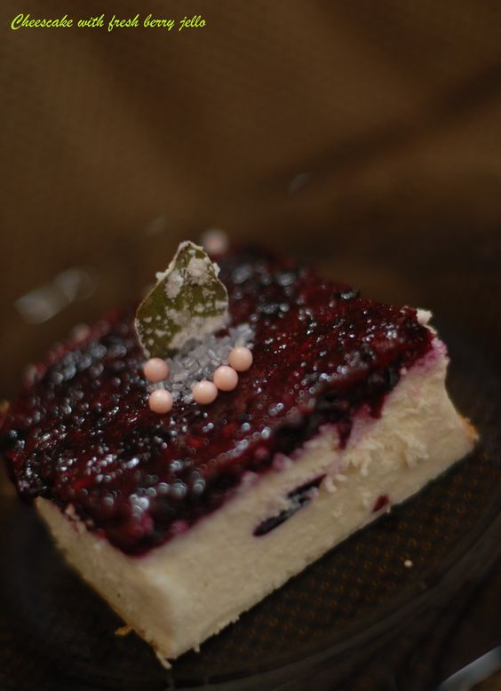 Cheesecake with fresh berry jello