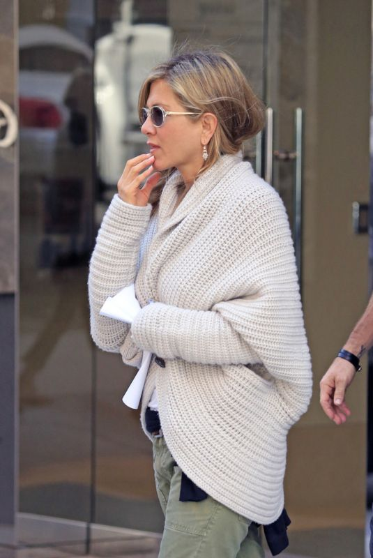 knitted cardigan sweater jennifer aniston