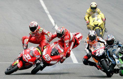 2006 Moto Gp Barcellona...Capirossi,Melandri crash