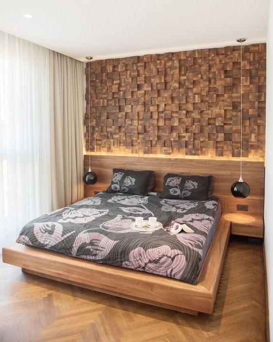 Отделка деревом стены в спальне
