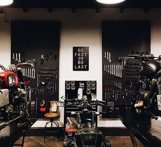 Motorcycle garage motorcycle pinterest atelier for Design your own garage workshop