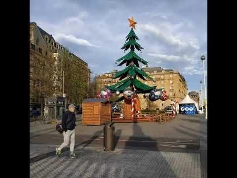 Muchas Novedades Para Estas Navidades Una Noria De 50 Metros Atracciones Para Los Pequeños Iluminación Navi Adornos De Navidad Mercado De Navidad Navidad