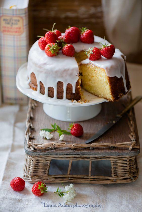 Questa torta allo yogurt è uno spettacolo e le foto di @LauraAdani sono una meraviglia! La ricetta della torta è facilissima!  Scroll for English