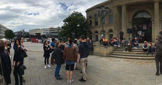 Der Opernplatz beginnt sich zu füllen für die Eröffnung des Tanzkongresses  #hannoverballet #ballet #ballett #tanzkongress #tanz #dance