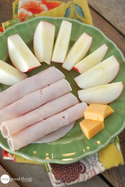 1 small apple with 1 oz sharp cheddar cheese and 2 oz deli turkey – 200 calories