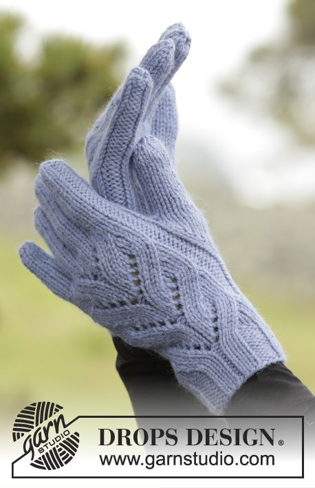 """Parisien - Knitted DROPS gloves with lace cables and rib in """"Nepal"""". - Free…"""