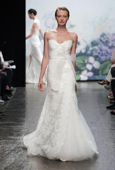 lace wedding dress Monique Lhuillier