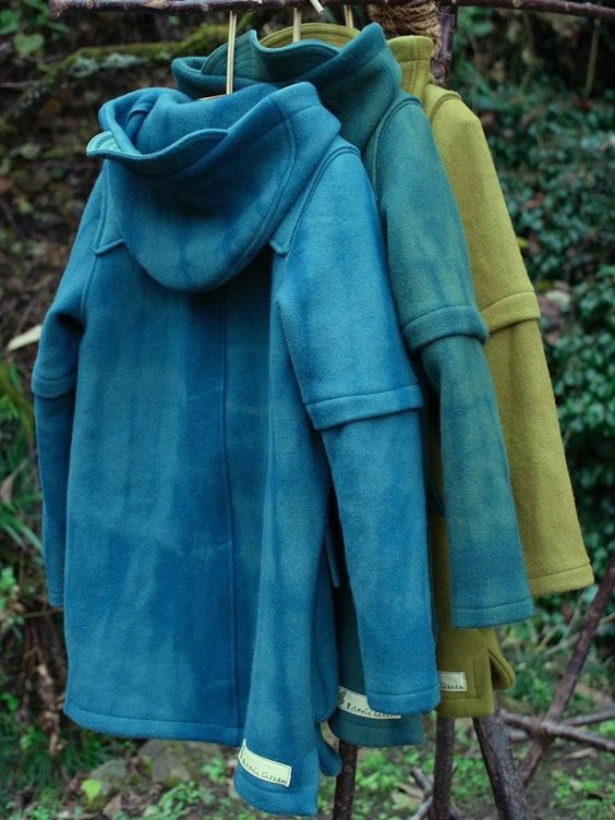 Duffle coat , Yellow- green dyed with Kokusagi , it is a true green , iron mordant blue green indigo bayberry . Chunky is a warm wool melton .
